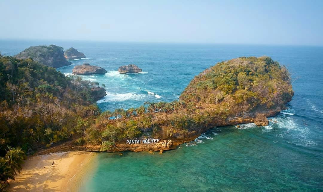 Pantai Ngliyep View