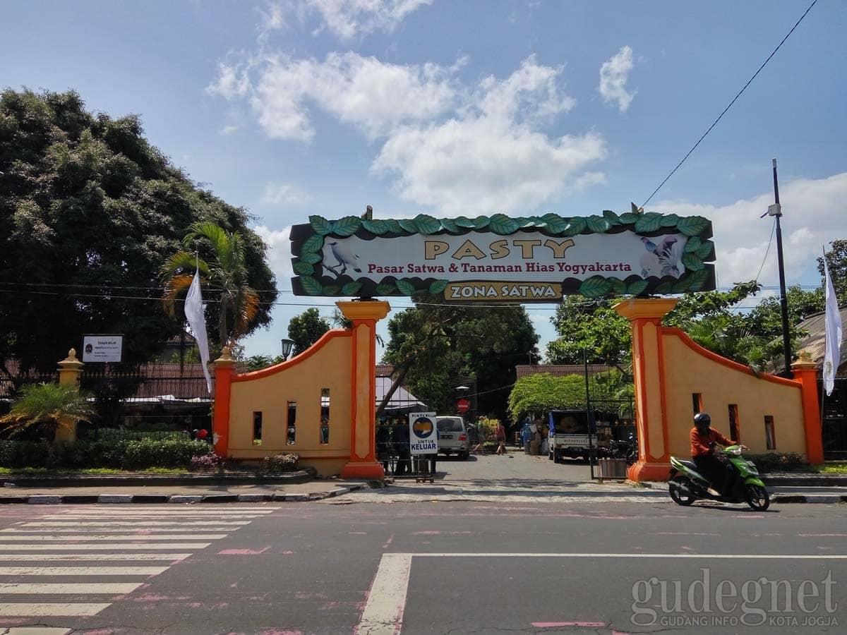 PASTY (Pasar Satwa dan Tanaman Hias Yogyakarta)