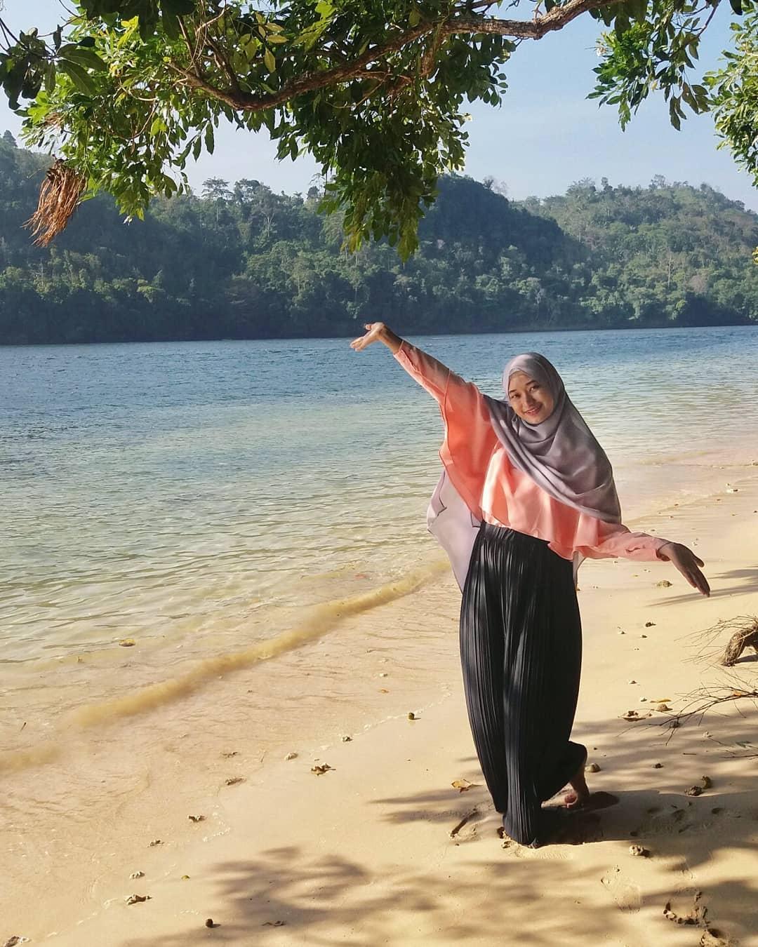 Garis Pantai Pulau Sempu