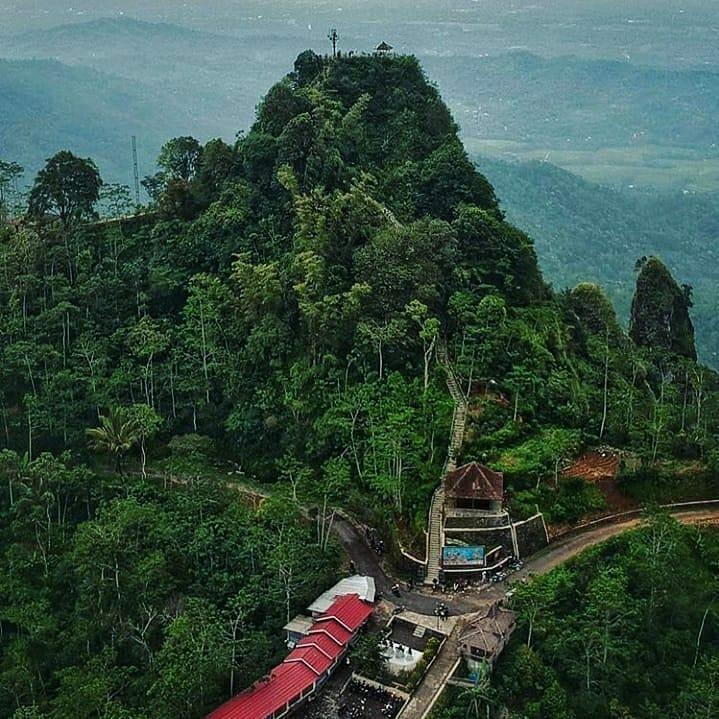 View Puncak Suroloyo