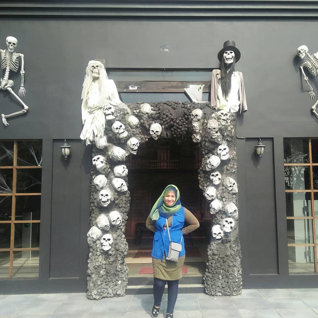 Rumah Halloween Bandung Entrance