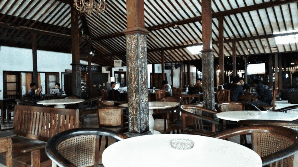15 Cafe Populer di Jogja Buka 24 Jam Selalu Ramai Buat Nongkrong Sampai Pagi 26