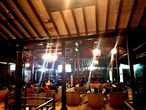 15 Cafe Populer di Jogja Buka 24 Jam Selalu Ramai Buat Nongkrong Sampai Pagi 20