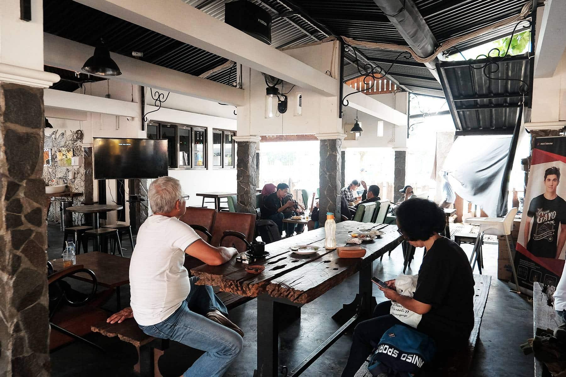 15 Cafe Populer di Jogja Buka 24 Jam Selalu Ramai Buat Nongkrong Sampai Pagi 6