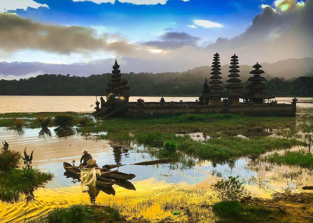 View dan Pura Danau Tamblingan