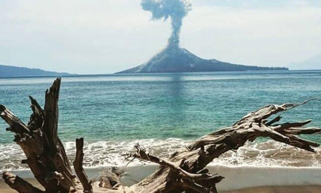 Melihat Gunung Krakatau Gunung Maha Dahsyat Di Selat Sunda 2