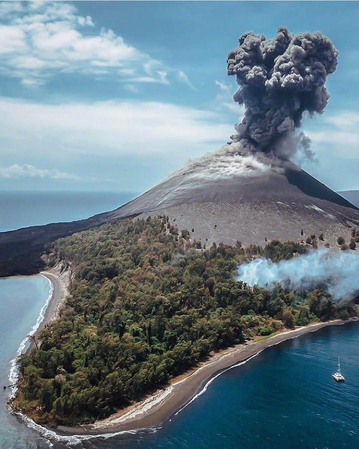 Melihat Gunung Krakatau Gunung Maha Dahsyat Di Selat Sunda 1