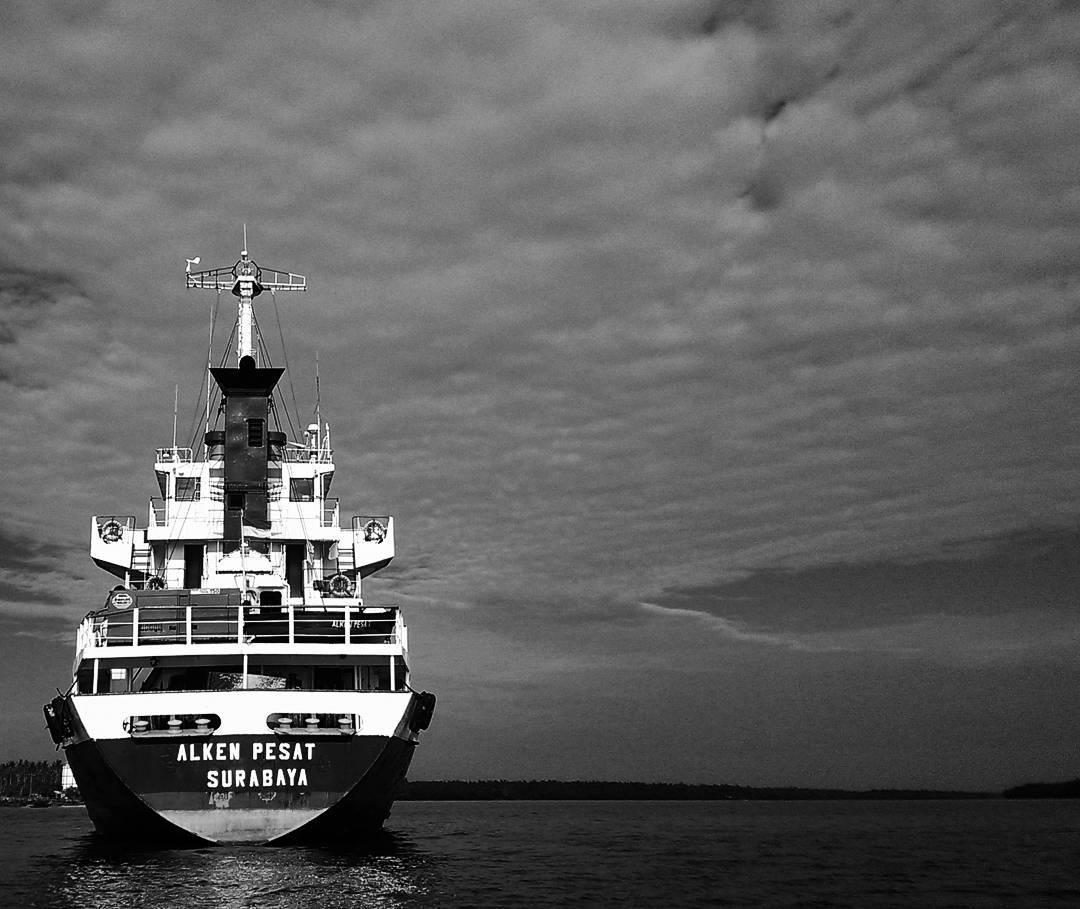 Berlayar Mengarungi Laut Dengan Kapal Laut Surabaya Makassar 1