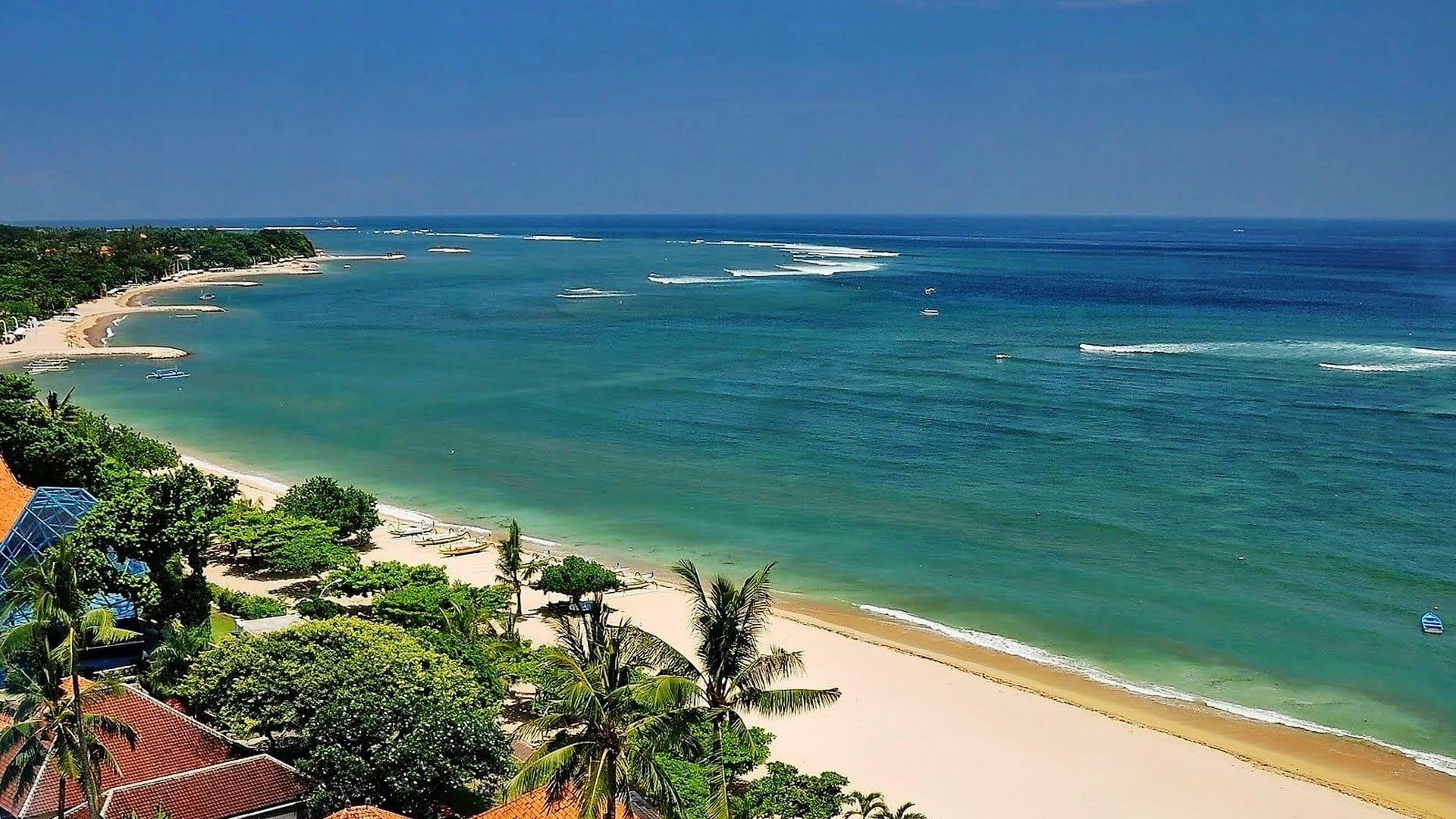 Pantai Kuta Siang Hari