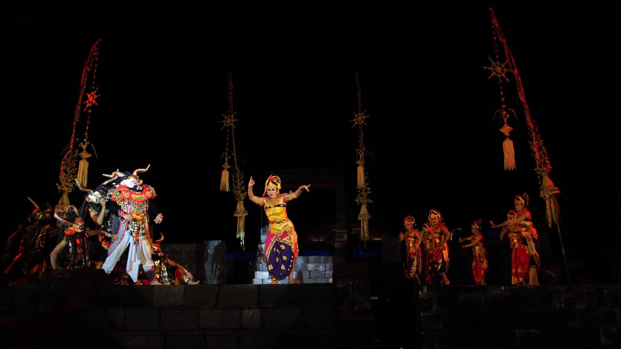 Gambar Pementasan  Sanggar Tari Bali Saraswati