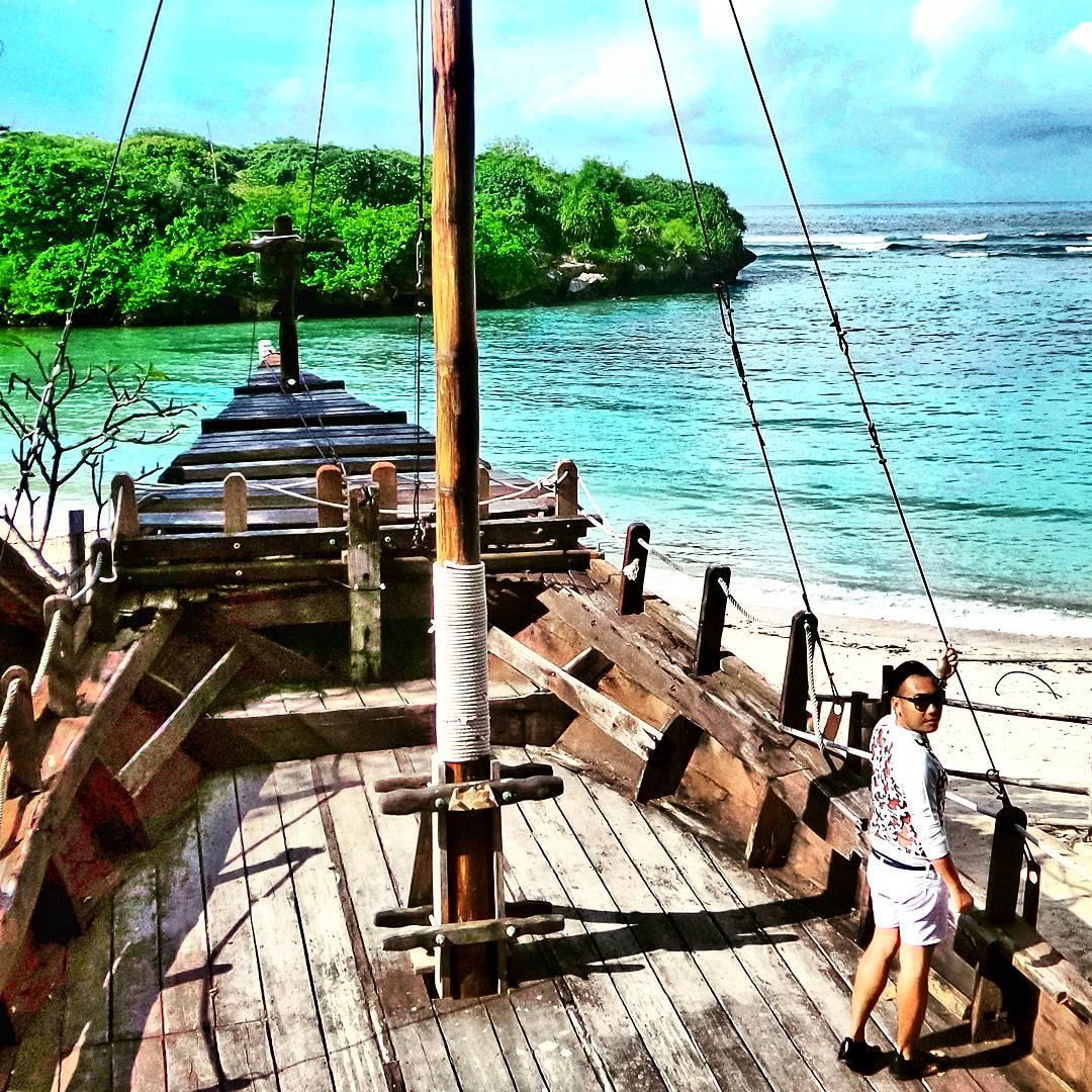 Spot Kapal di Pirates Bay