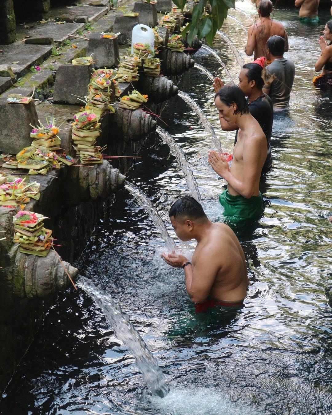 Kolam Pemandian di Pura Tirta Empul