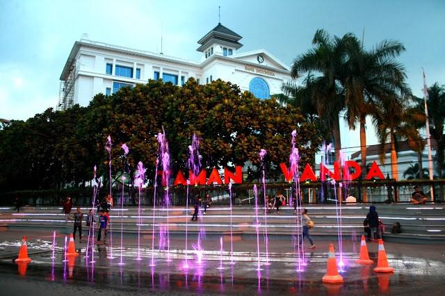 15 Tempat Nongkrong di Bandung Anak Muda Kekinian Hits 23