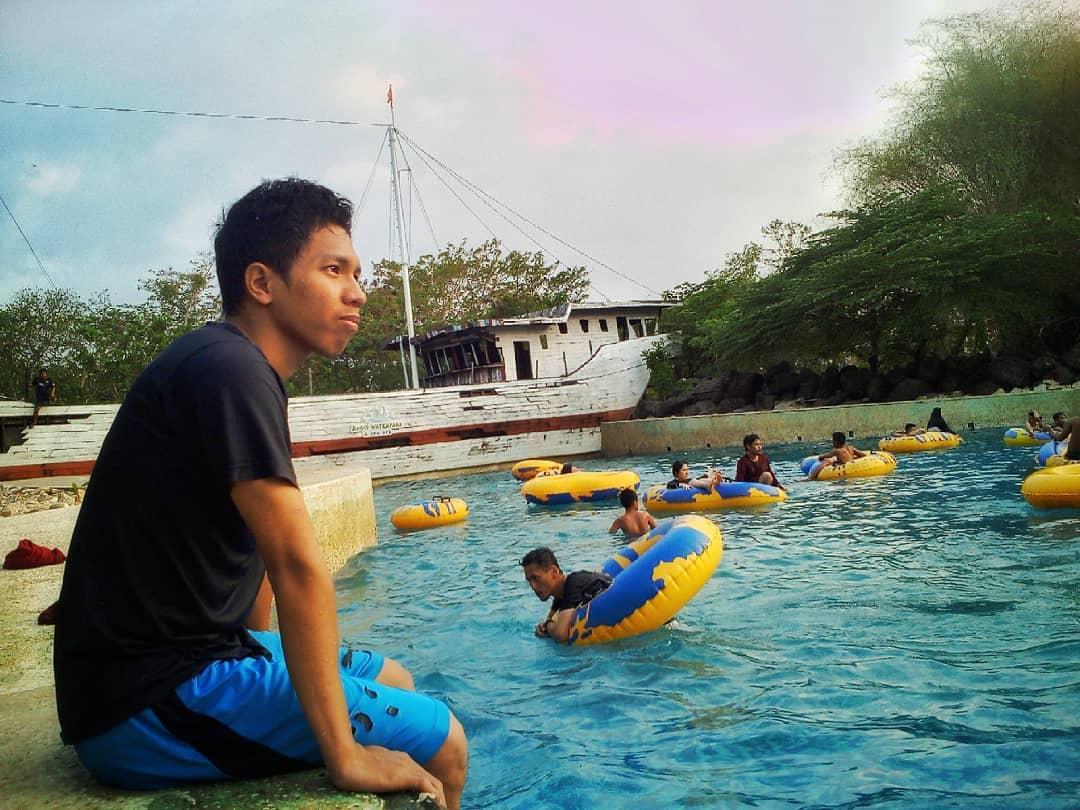 kolam-renang-bugis-waterpark