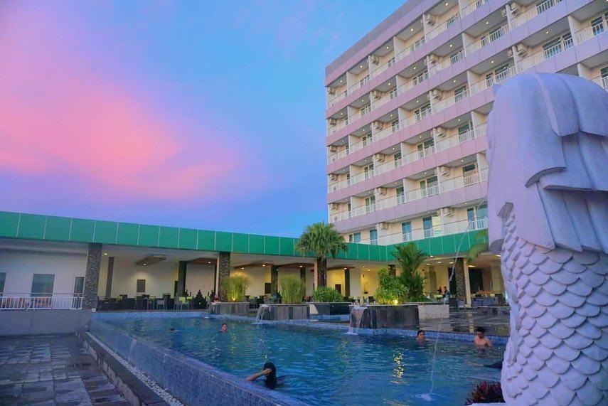 kolam-renang-dalton-hotel-makassar