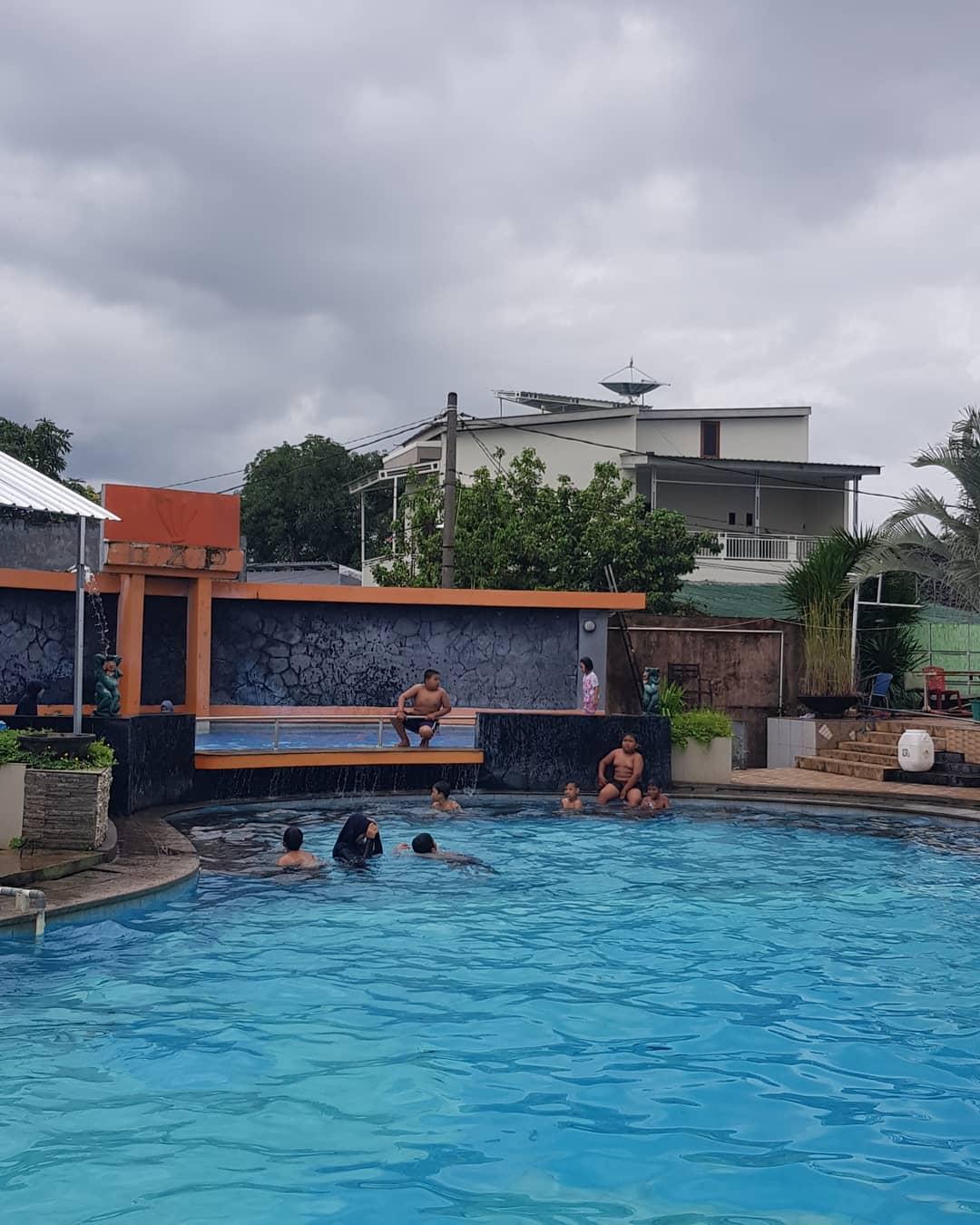 kolam-renang-tirta-garden