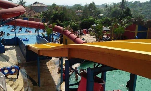 Menikmati Sejuknya Air Di Sanding Waterboom Bandung 2
