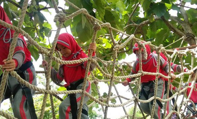 Menikmati Segarnya Air dan Serunya Wahana Outbound di Telogo Sewu Pasuruan. 6