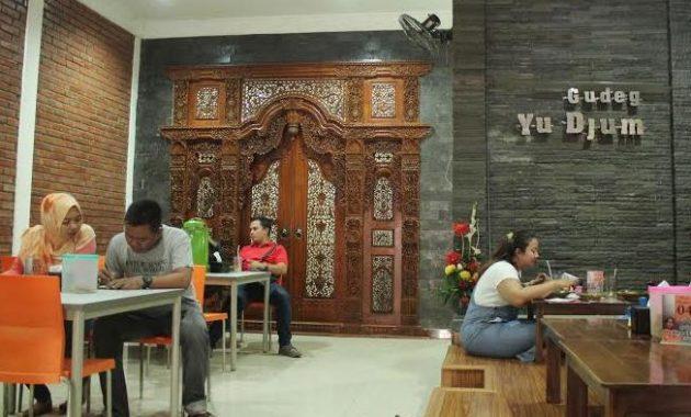 Gambar Bagian Dalam Gudeg Yu Djum Wijilan 167