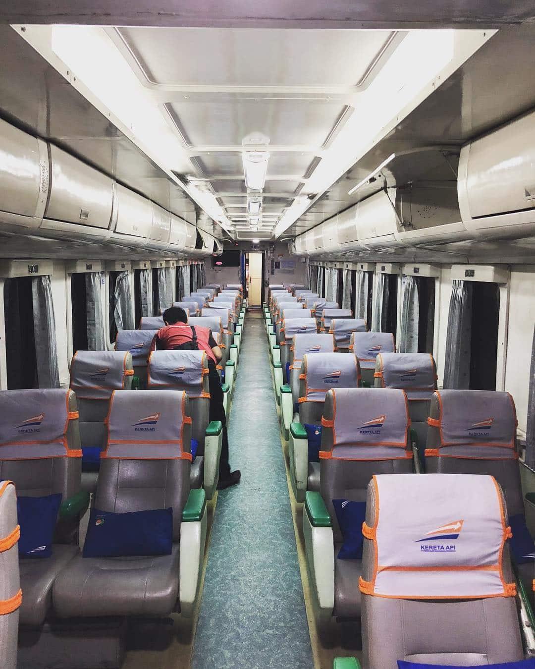 Jadwal Kereta Api Senja Utama Solo