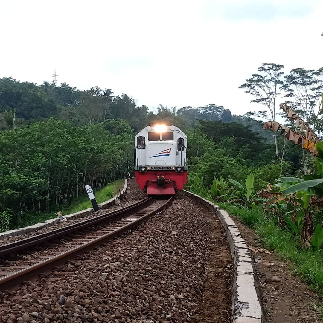 rel jadwal kereta api penataran