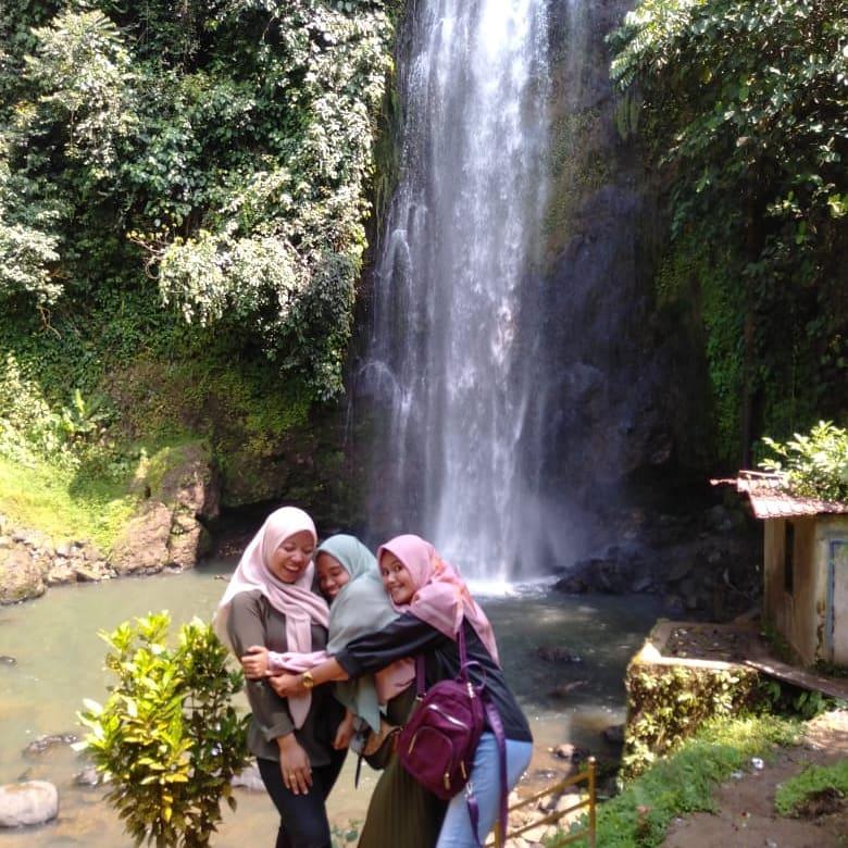 Bersama Air Terjun Ranah Sungai Besar