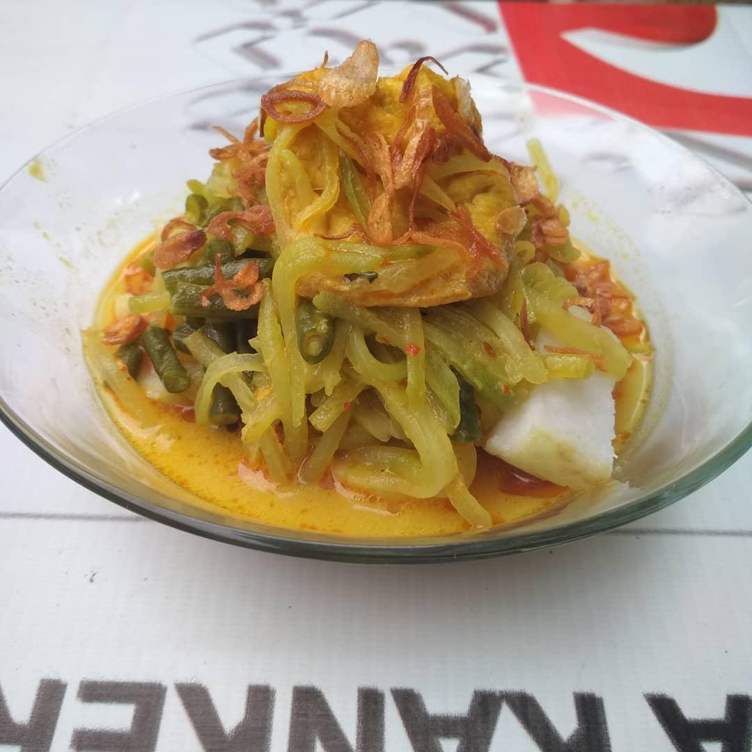 Pedas lontong sayur