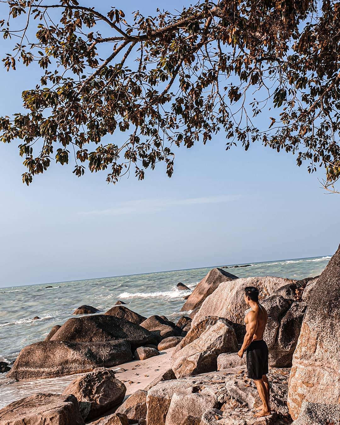 Batu Pantai Tanjung Pesona