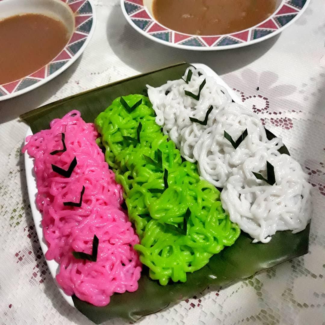 Warna kue putu mayang