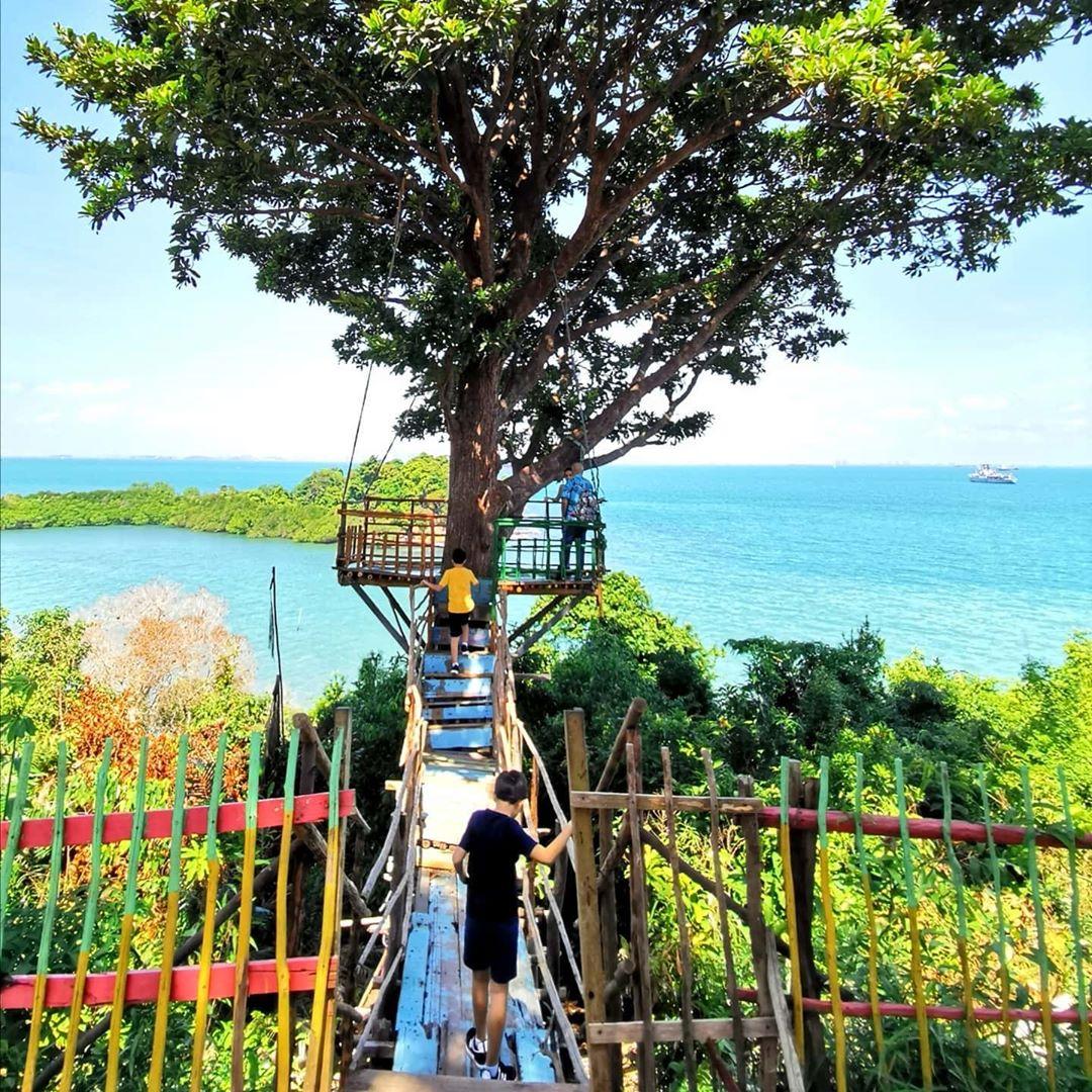 Manjat Taman Wisata Habibie