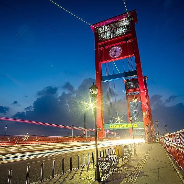 Merah jembatan ampera