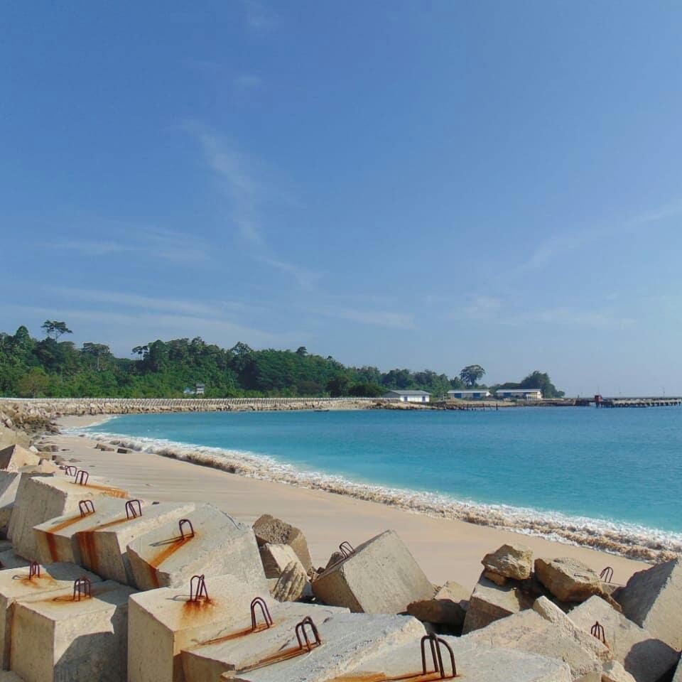 Pemandangan Pantai Linau