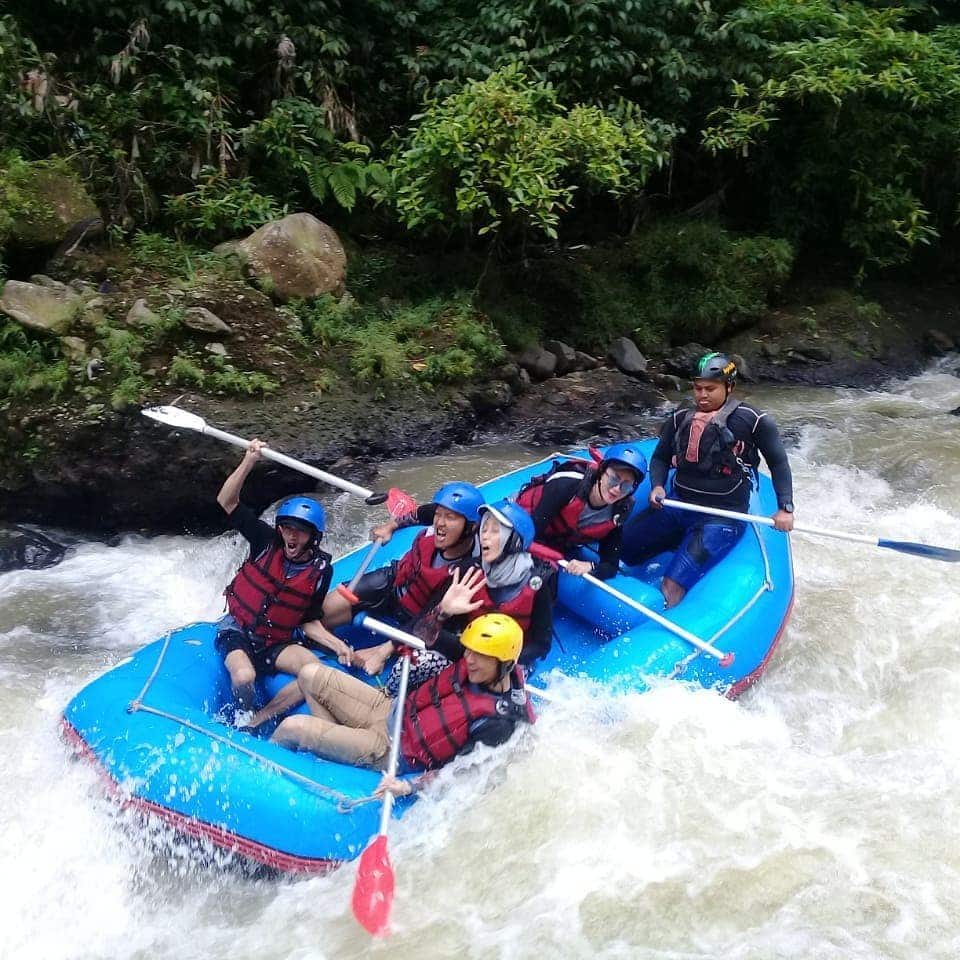 Air rafting sungai cisadane