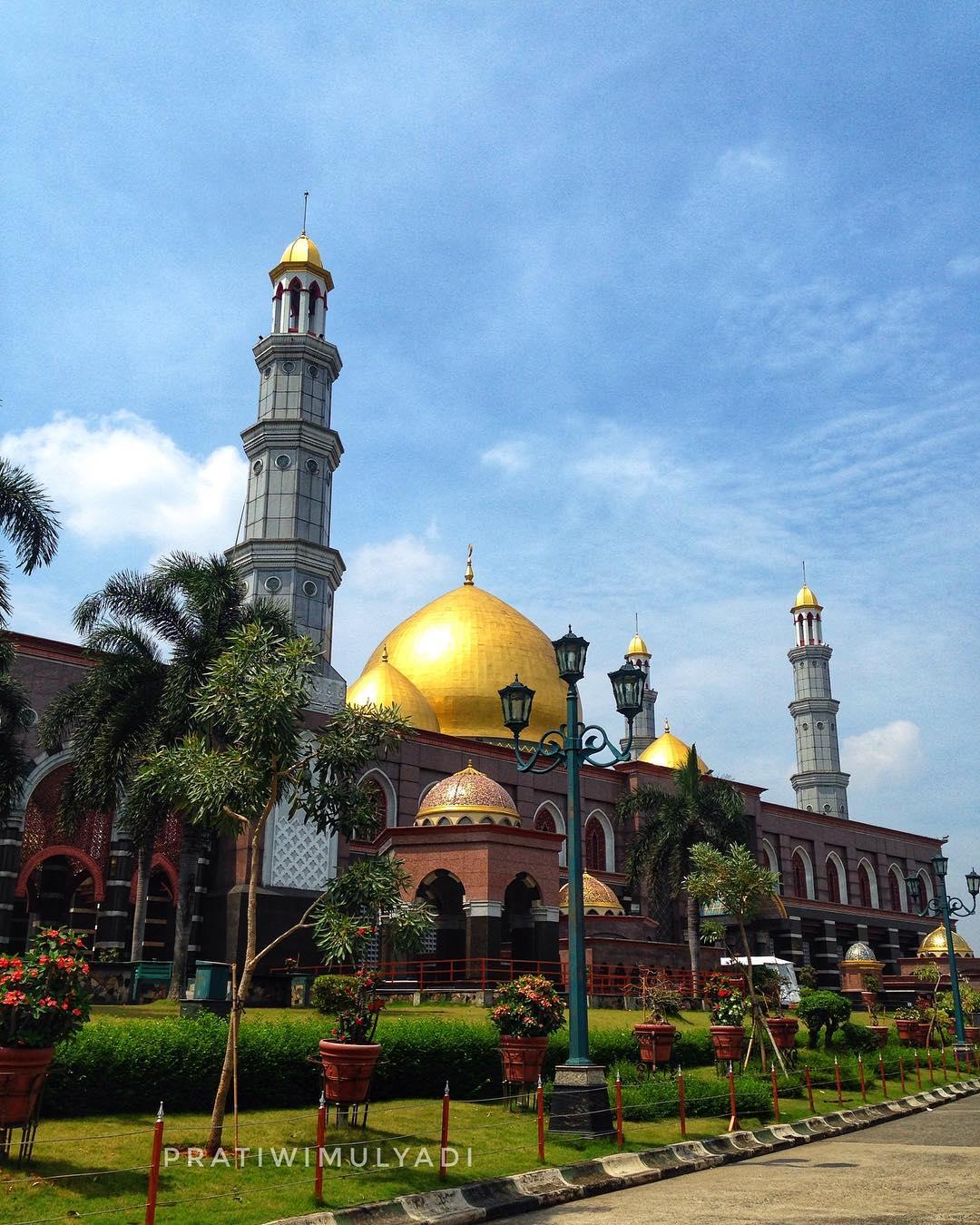 Kuning Masjid Kubah Emas
