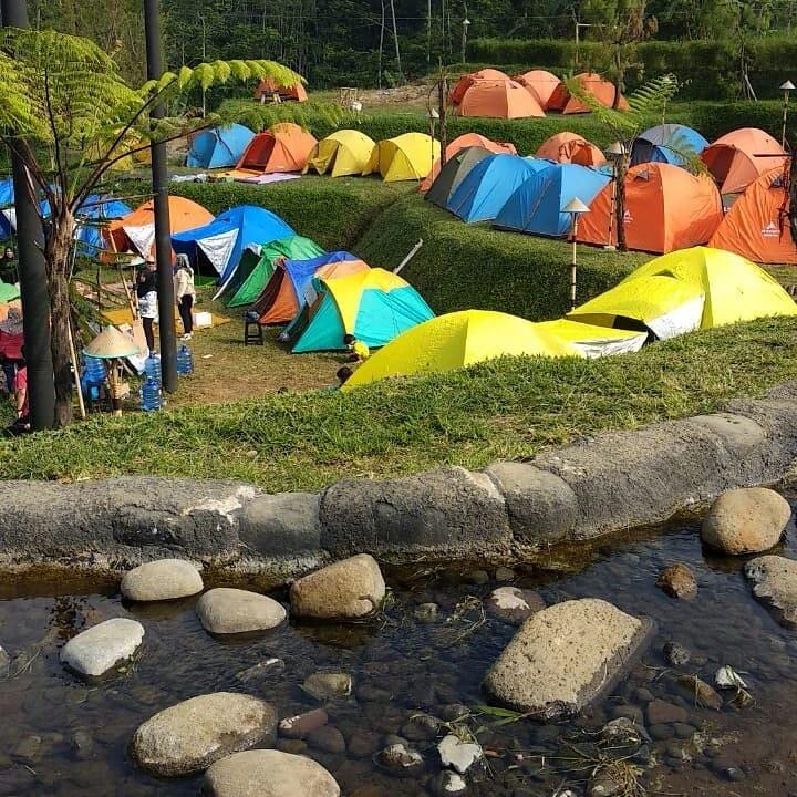 Camping Bersama Keluarga di Camp Area