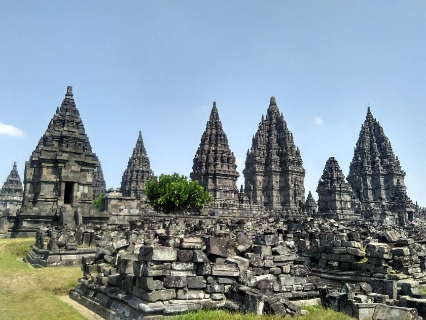 Candi Prambanan Runtuhan