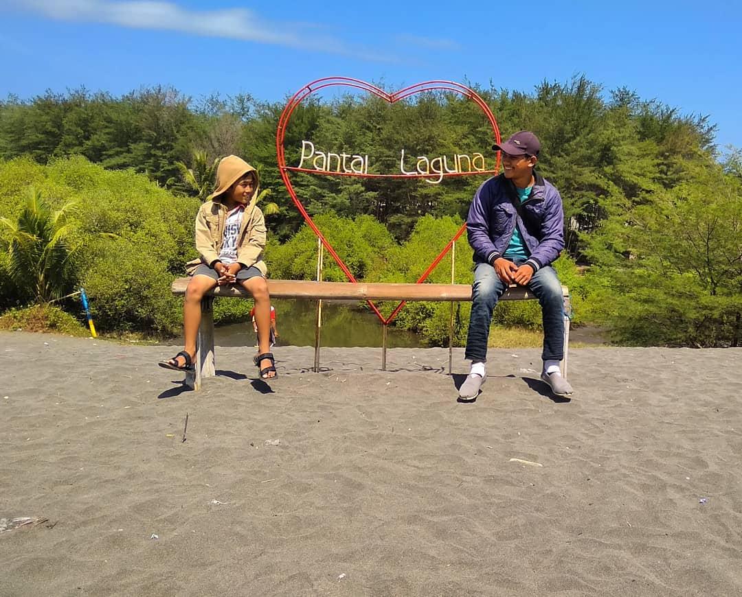 Cinta Pantai Lagun