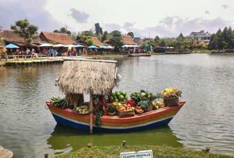 Floating Market Lembang, Wisata Pasar Apung dan 5 Spot Menarik di Sana 1