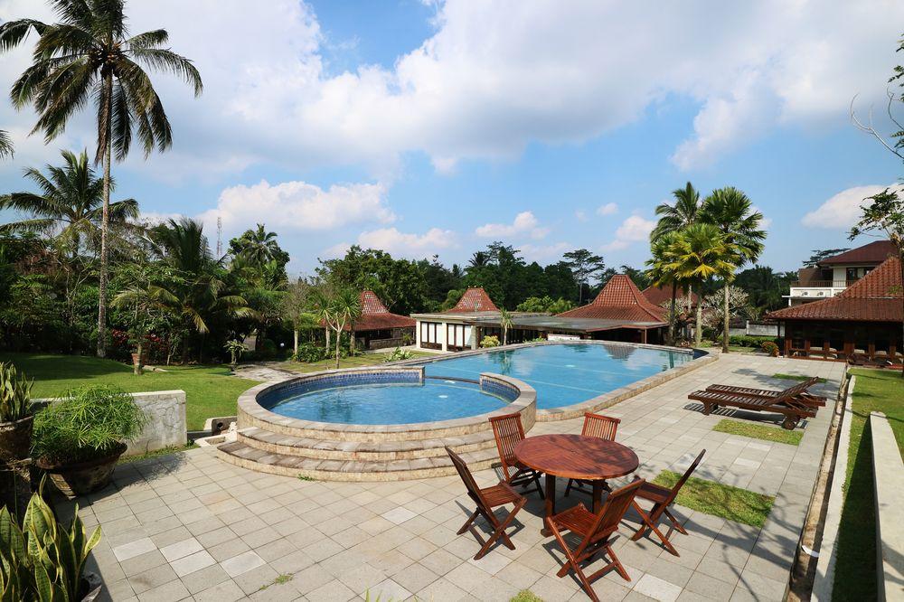 Kolam Renang Jogja Villas & Spa