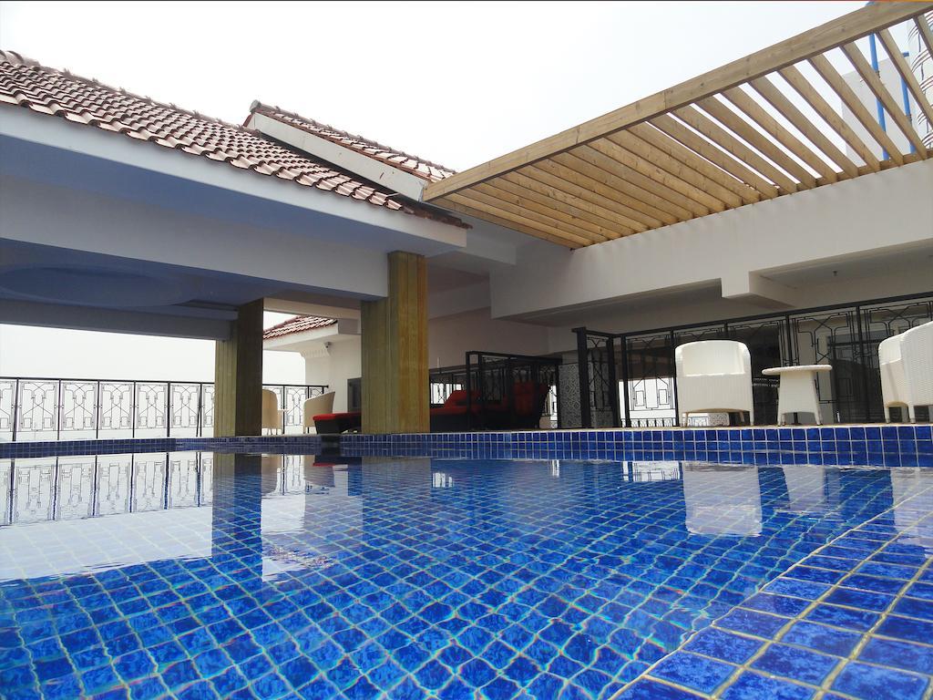 Kolam Renang The Cube Hotel