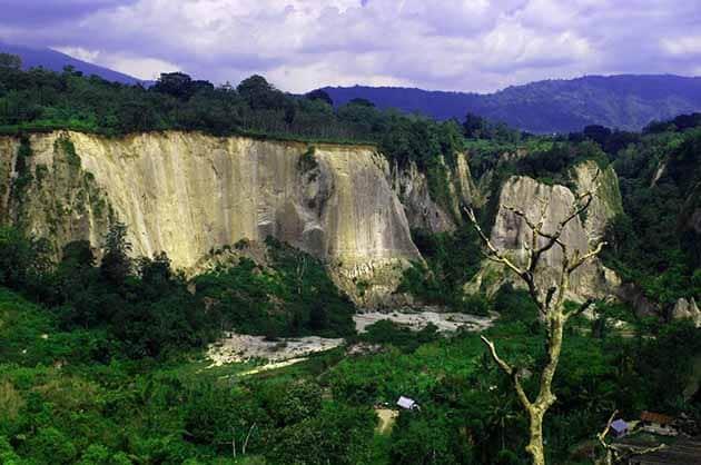 Ngarai Sianok Tebing