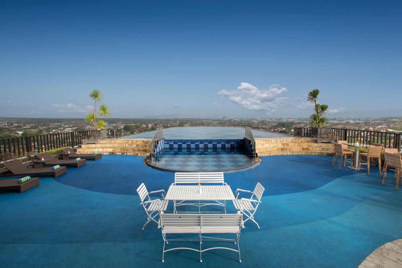 """Kolam Renang Jogja """"Nirvana Pool Indoluxe Hotel"""""""