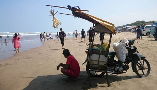 Pantai Begedur Jagung Bakar