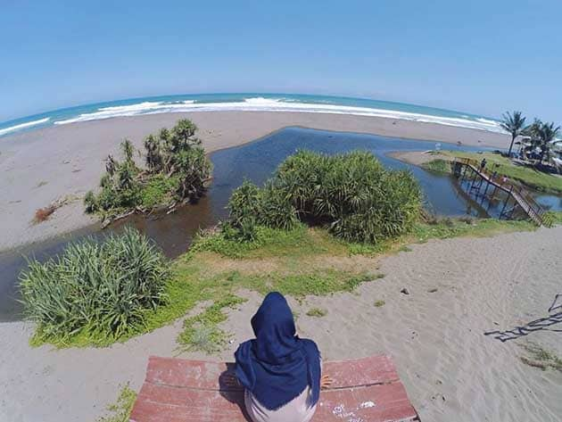 Pantai Bopong Kerudung