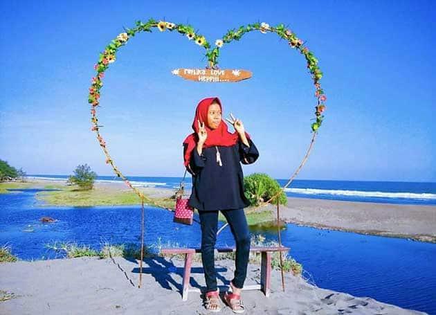 Pantai Bopong Selfie