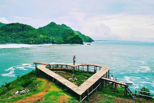 Pantai Lampon Cinta