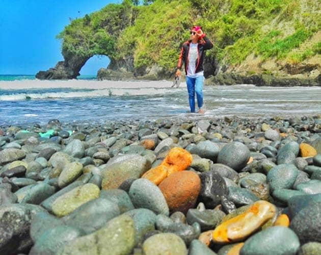 Pantai Lampon Kuning
