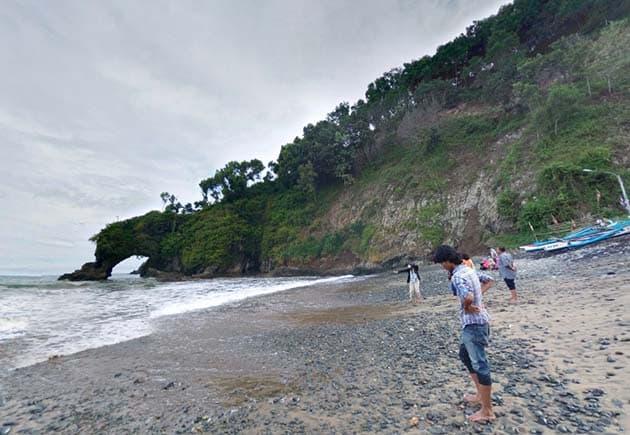 Pantai Lampon Tegak