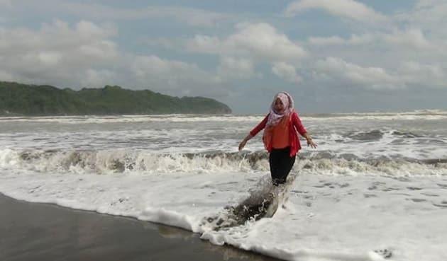 Pantai Logending Ayah Cewek