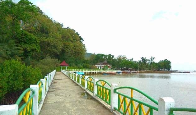 Pantai Logending Ayah Jembatan